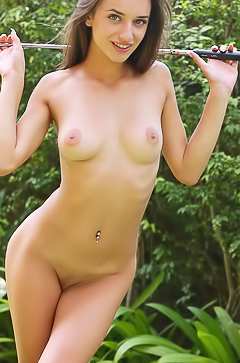 Beautiful nude girl Gloria Sol