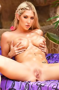 Lexi Lowe spreading legs