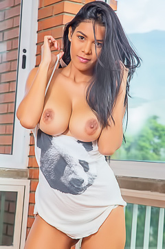 Busty latin model Kendra