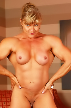 Bodybuilder milf Emery Miller