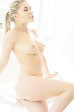 Candice Brielle - sporty blonde