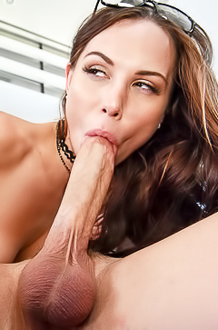 Hot brunette is fucking so hard