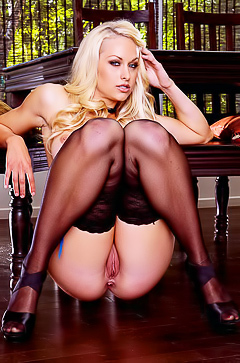 Horny blond Lux Kassidy in stockings