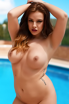 Jessika Jinx is stripping by the pool