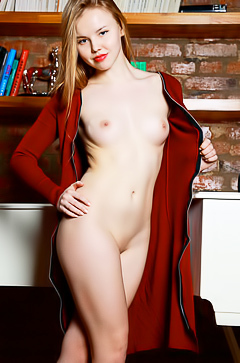 Kate Chase - young redhead babe