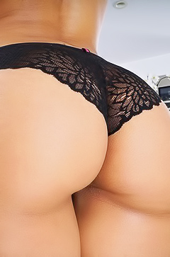 Demi Lopez shows her amazing ass