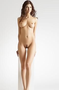 Jasmine - leggy beauty