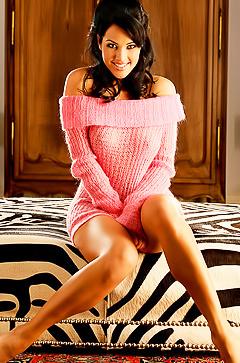 Glamour brunette babe Tiffany Fallon