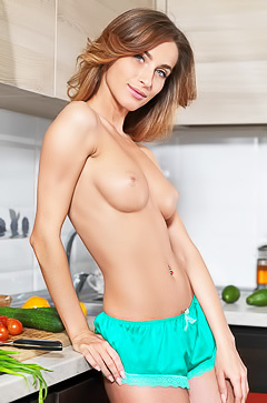 Cara Mell - so good housewife