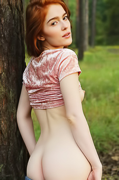 Russian Jia Lissa is stripping in the forest