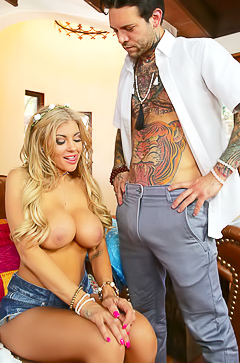 Sexy blond hooker gets hardly fucked
