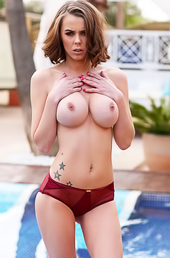 Busty bikini-model Jennifer Ann