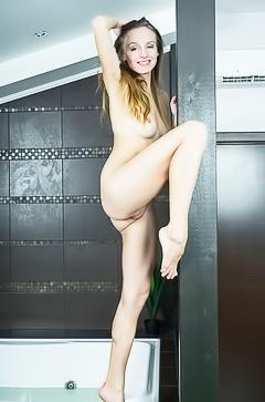 Nude just 18 babe Vittoria Amada