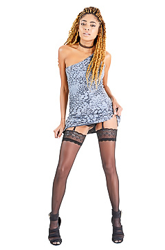 Black hooker Luna Corazon in stockings