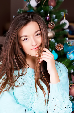 Sexy Christmas babe Vanda Mey