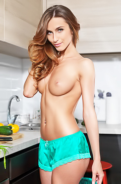 Glamour babe Slanti playing in kitchen