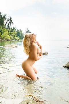 Maya Rae - natural beauty in the water