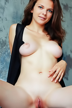 Gorgeous Ella Green is showing her narrow hole