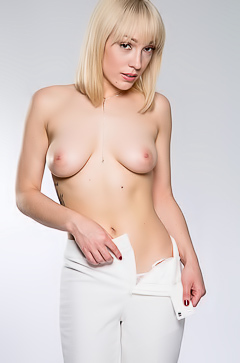 Lily Labeau Solo Striptease