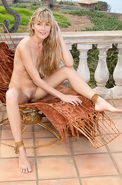 Beautiful blonde sun worshiper Jennifer Love