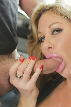 MILF Farrah Dahl Eating Balls