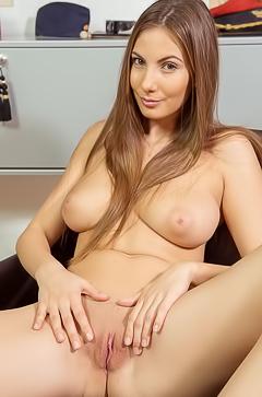 Josephine - I Love To Be Naked